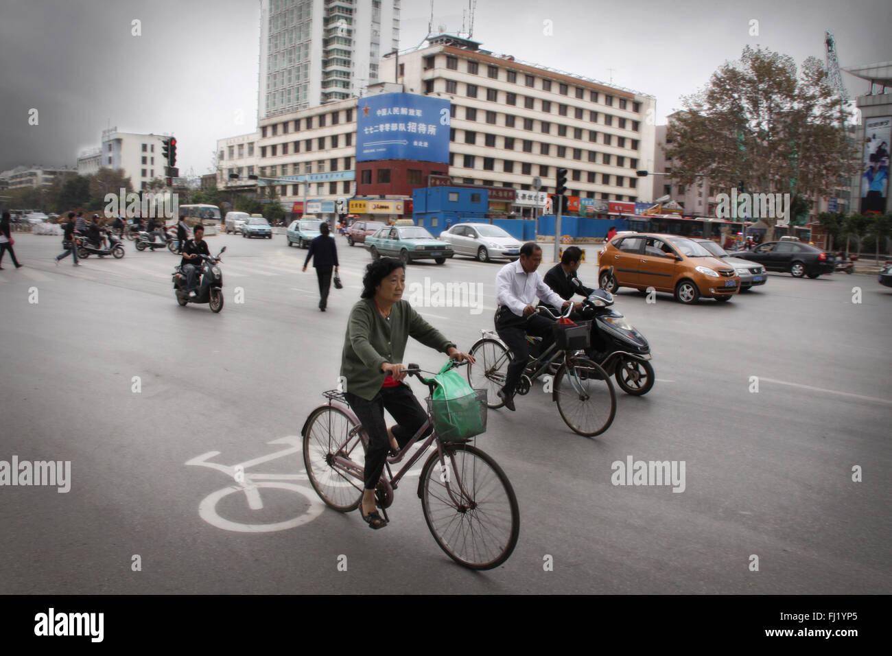 Verkehr in Kunming, China Stockbild