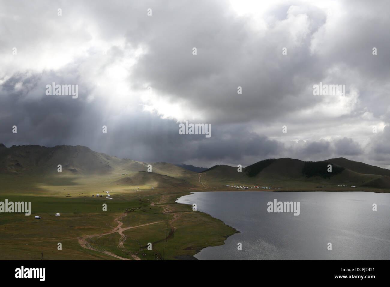 """Landschaft: Terkhiin Tsagaan See, der auch als """"Weißer See"""" in der Mongolei bekannt Stockbild"""