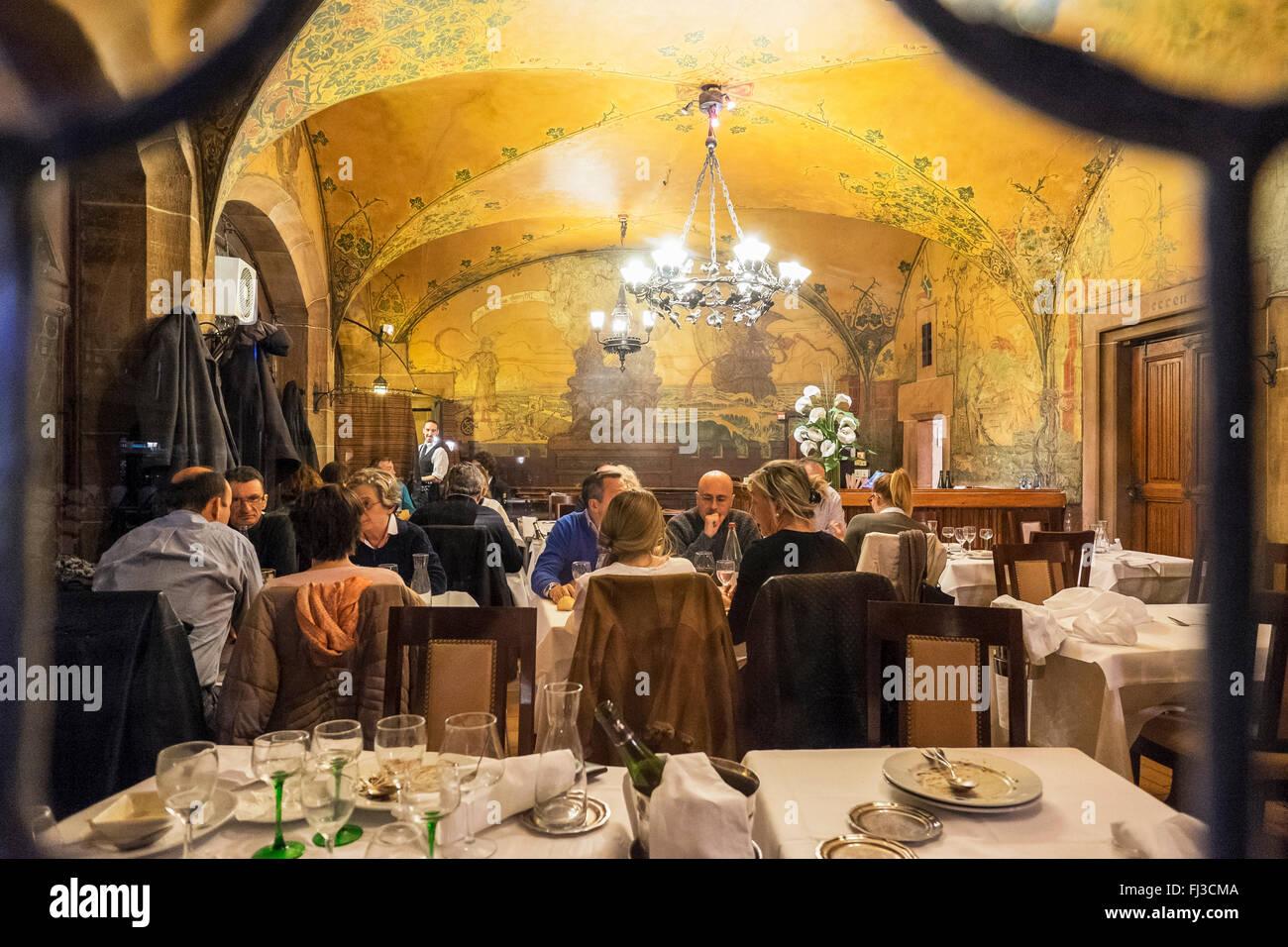 Restaurant Esszimmer, Maison Kammerzell mittelalterliches Haus bei Nacht, Straßburg, Elsass, Frankreich Europa Stockbild