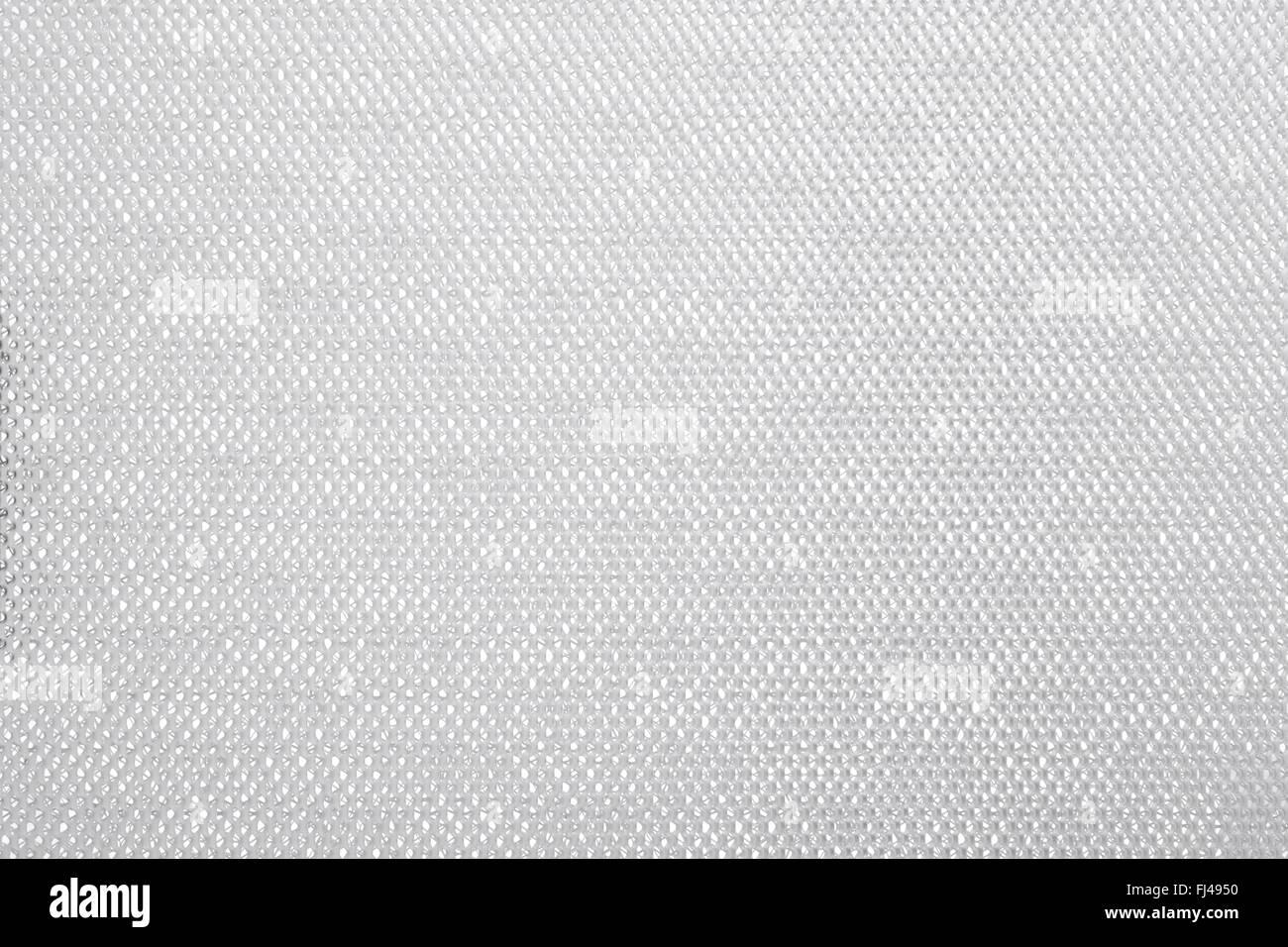 Feines Drahtgeflecht auf weißem Hintergrund Stockbild