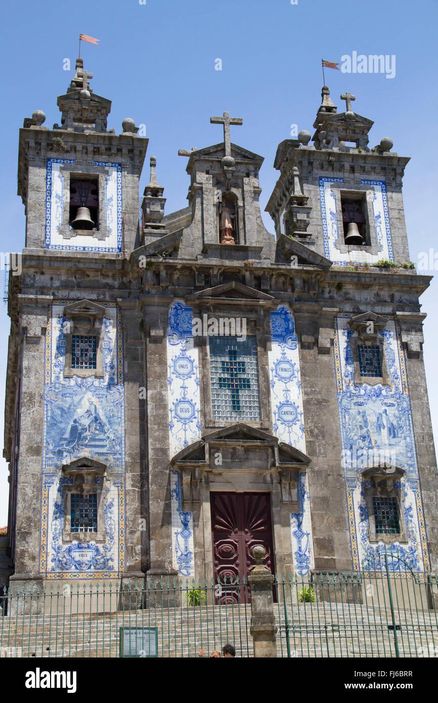 azulejo bemalte keramik fliesen schm cken die fassade einer kirche oporto portugal stockfoto. Black Bedroom Furniture Sets. Home Design Ideas