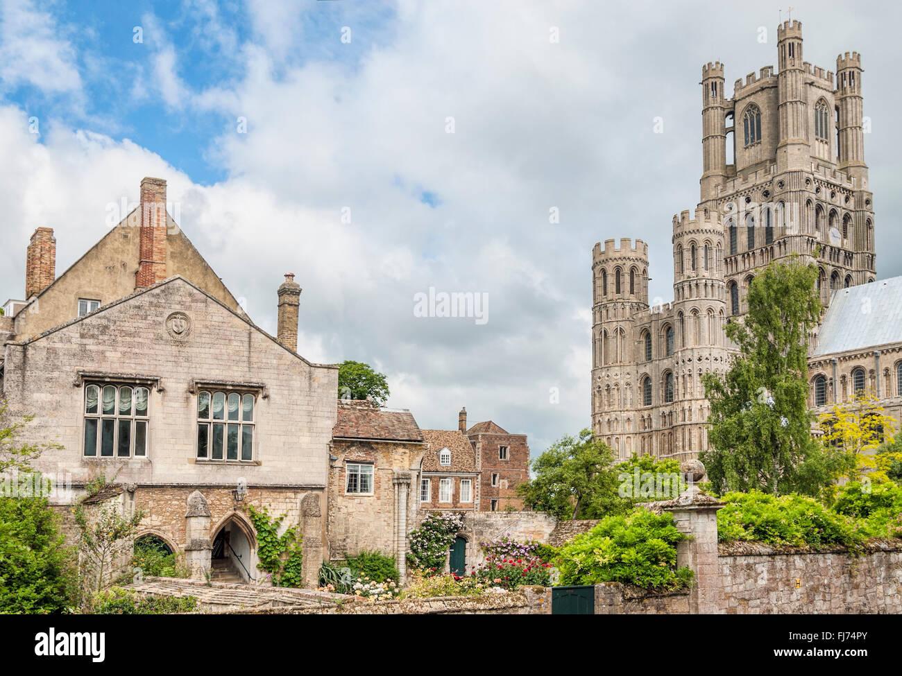 """Kathedrale Kirche von Ely, bekannt als das """"Schiff der Fens"""", Cambridgeshire, England   Kathedrale von Stockbild"""