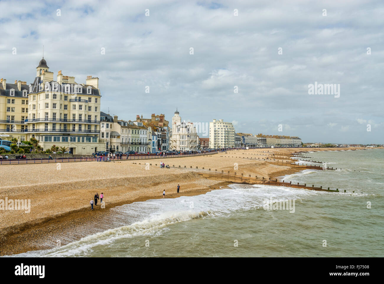 Blick über der Eastbourne Waterfront und Pier, East Sussex, England | Aussicht-deutschen sterben Strandpromenade Stockbild