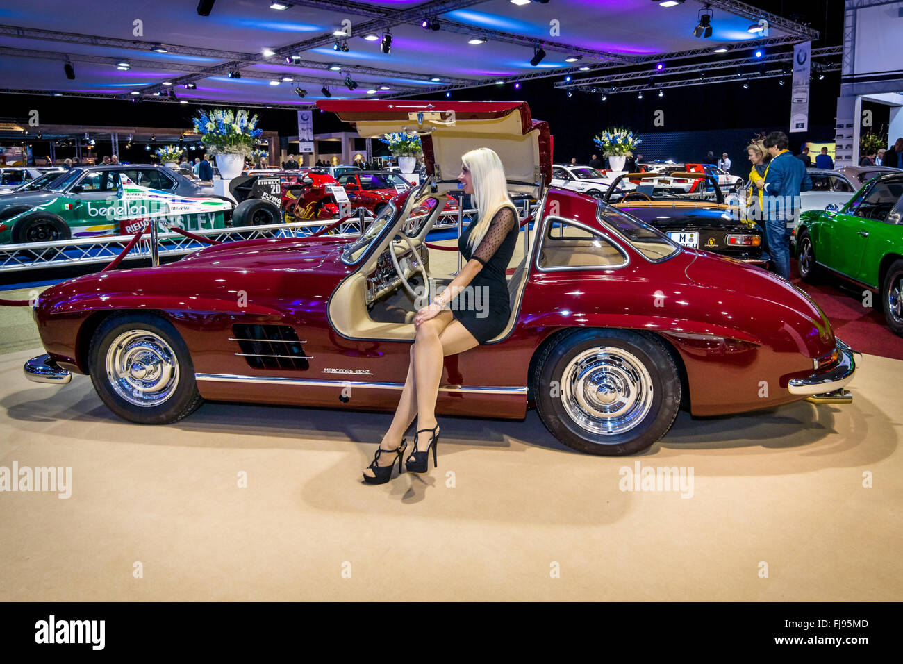 Sportwagen Mercedes-Benz 300 SL stehen der Firma \