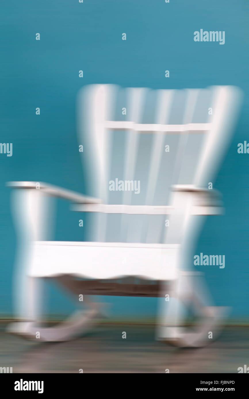 weißer schaukelstuhl stockfotos & weißer schaukelstuhl bilder - alamy