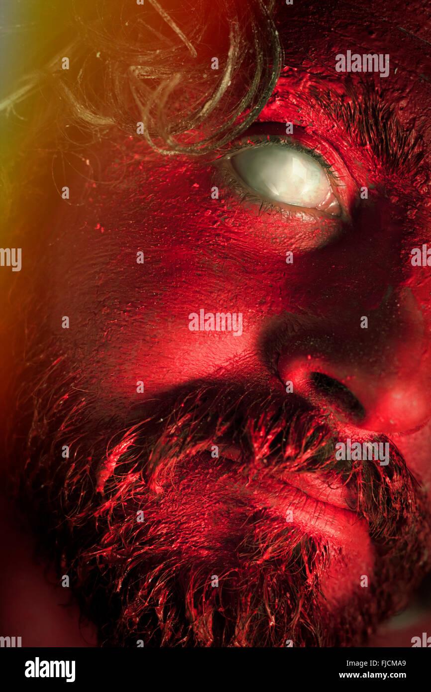 Dämon Monster Mann mit Bart und erschreckende Augen Stockbild