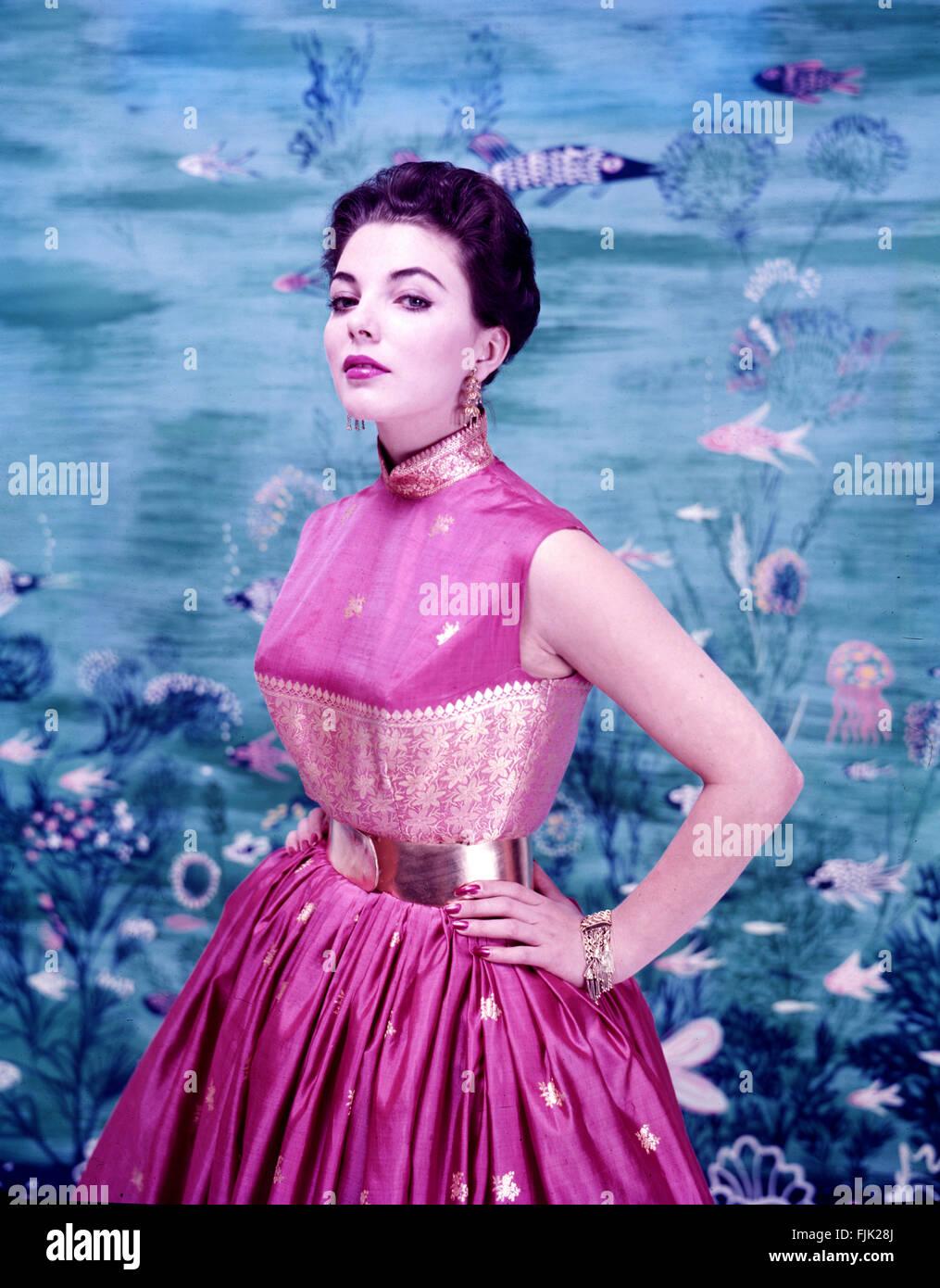 Joan Collins, 1956 in New York City, fotografiert. Stockbild