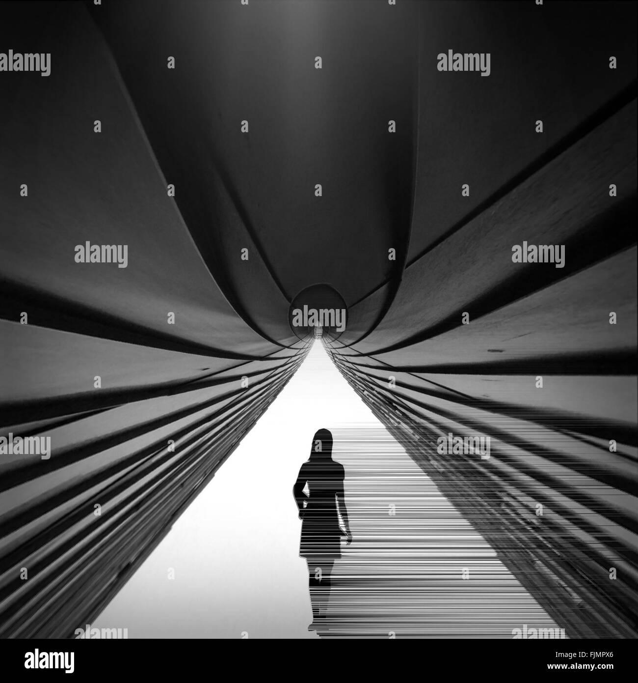 Digitalen zusammengesetztes Bild der Frau und Gebäude Stockbild