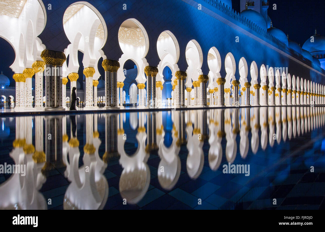 Arkaden in der Sheikh-Zayed-Moschee, Scheich Zayed Grand Moschee, Abu Dhabi, Emirat Abu Dhabi, Vereinigte Arabische Stockbild