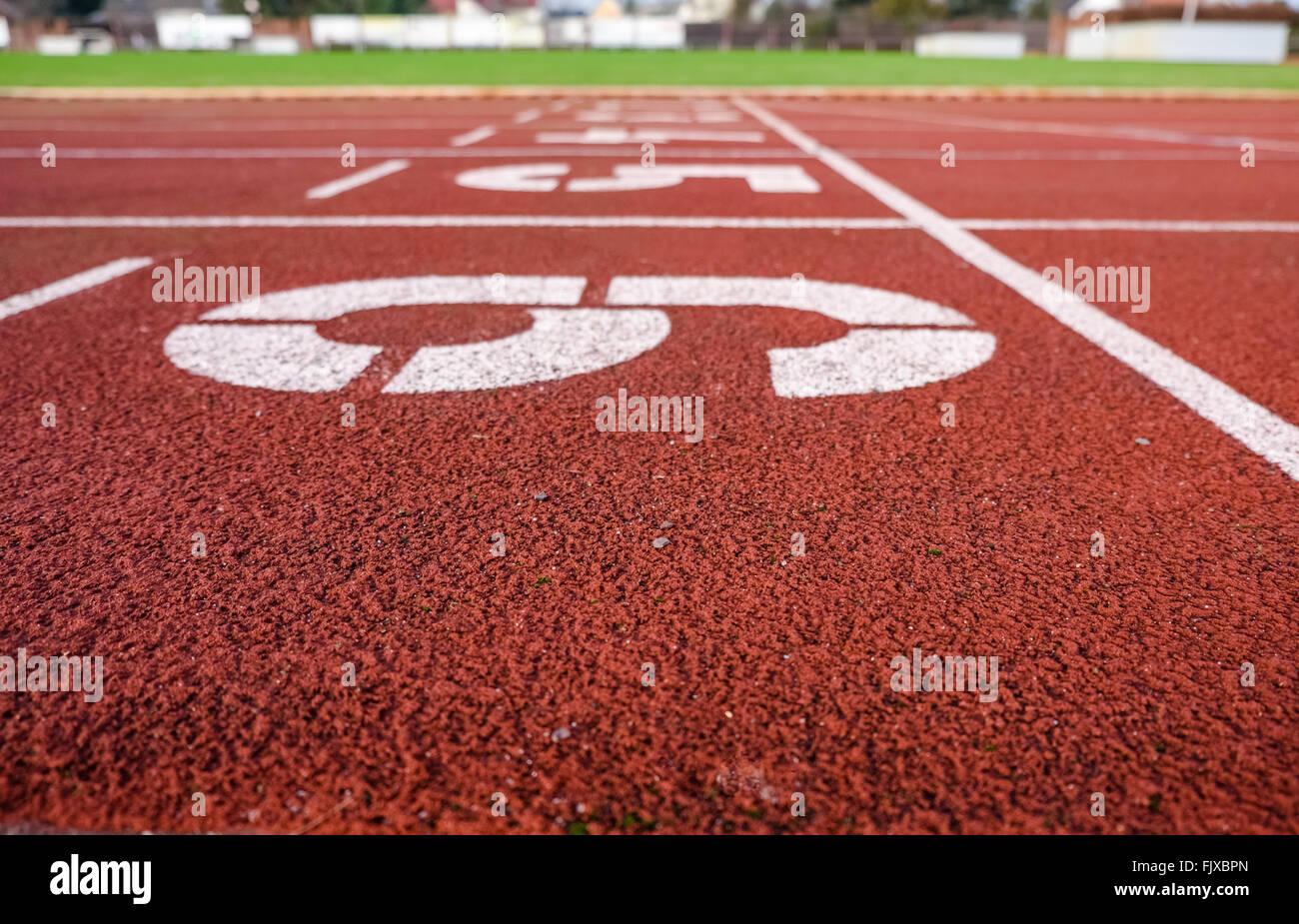 Zahlen auf der Laufstrecke Stockbild