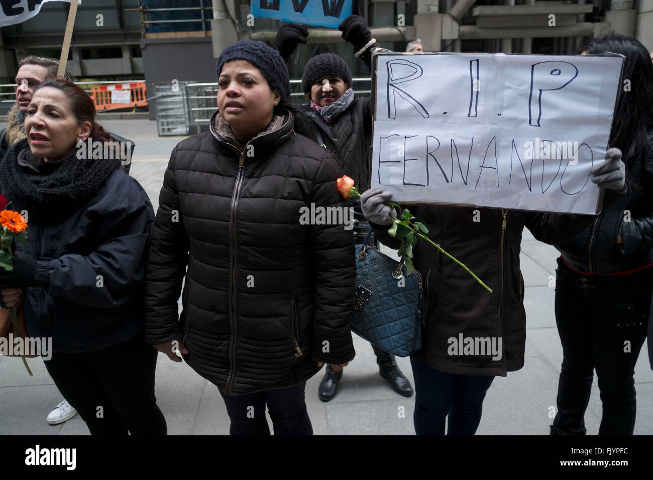 Protest für Fernando Montero vor seinem alten Arbeitsplatz. London, UK. Am 17. Dezember 2015 starb Fernando Stockbild