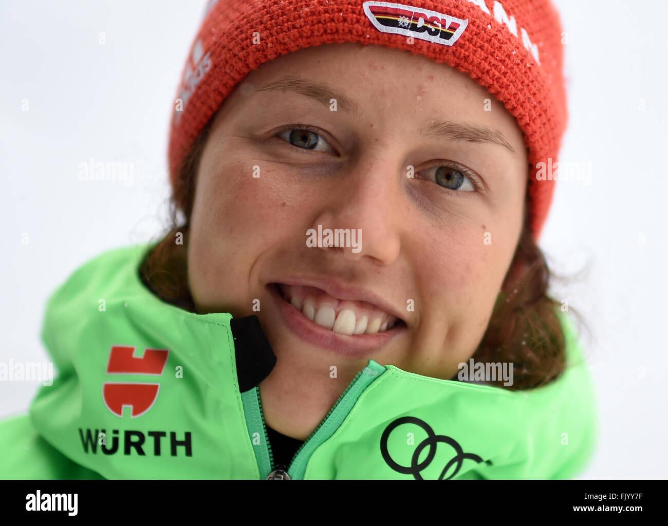 Weibliche Biathletin Laura Dahlmeier Deutschlands vor einer Trainingseinheit bei den Biathlon-Weltmeisterschaften Stockbild