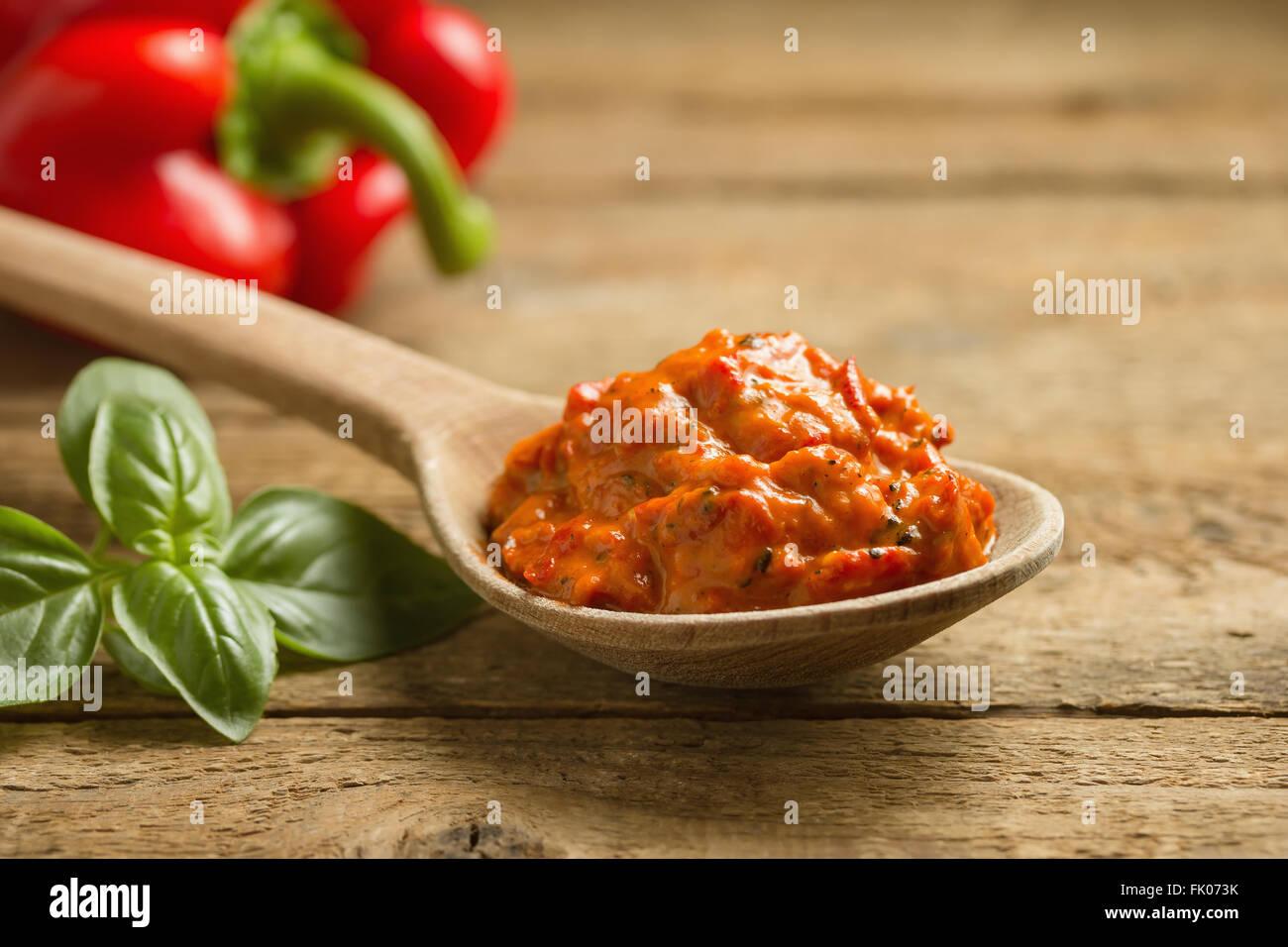 Ajvar, geröstete Paprika und Auberginen Gericht ein köstliches Stockbild