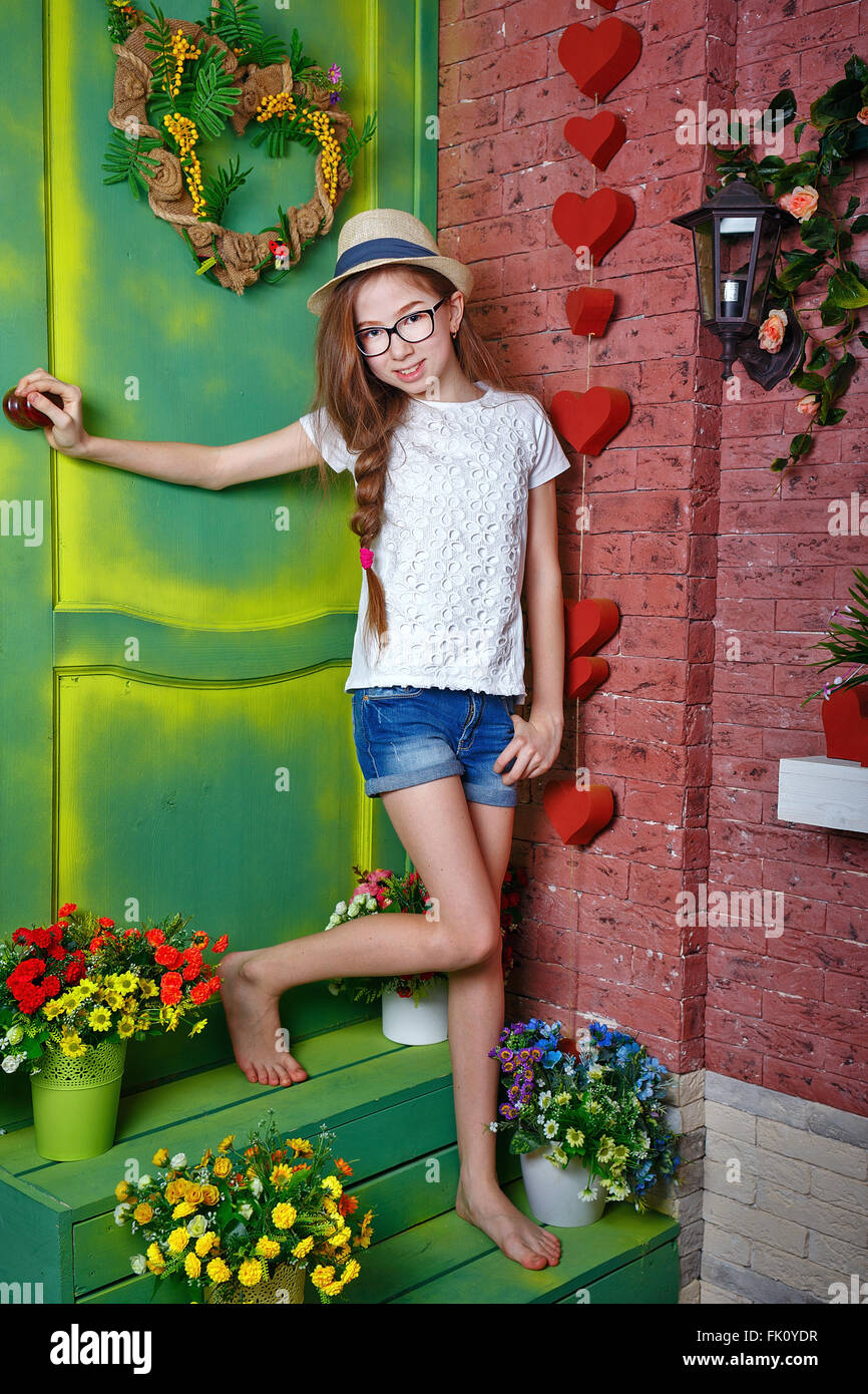 Cute Teen M Dchen Barfu Stehend Auf Der Veranda Eines
