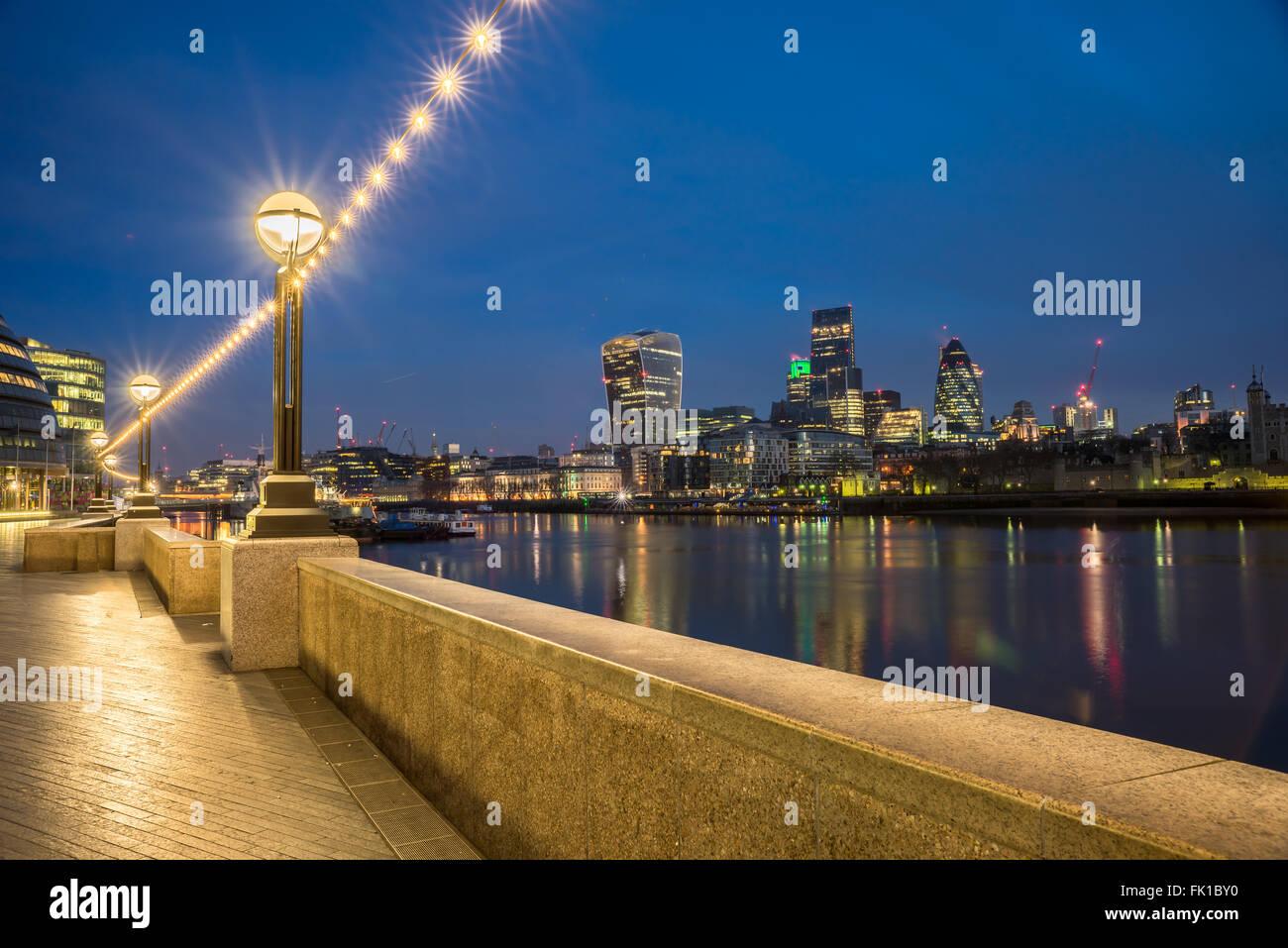 Skyline von der Themse in london Stockbild