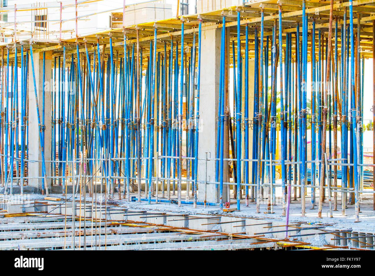 Monolithische Rahmenkonstruktion des Gebäudes. Feste Wände aus Beton ...