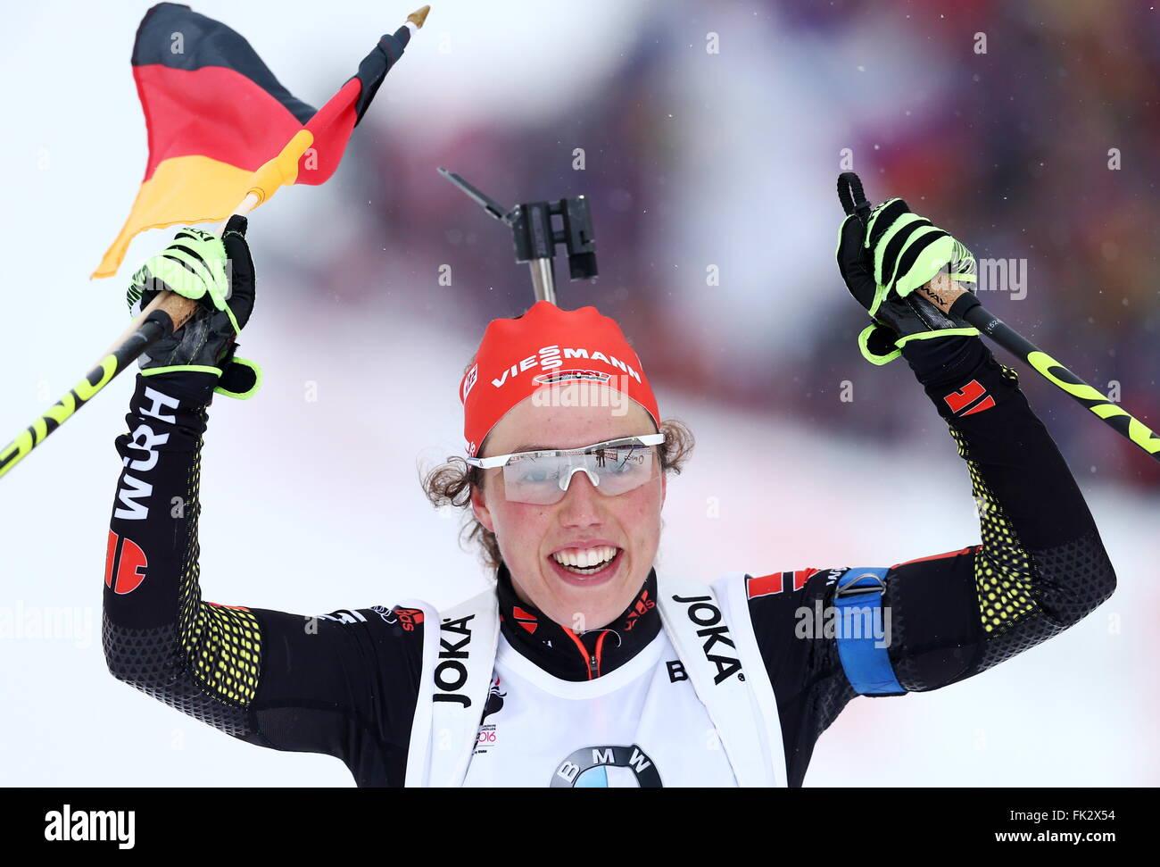 OSLO, NORWEGEN. 6. MÄRZ 2016. Biathlet Laura Dahlmeier Deutschlands reagiert, wie sie die Frauen 10 km Verfolgungsrennen Stockbild