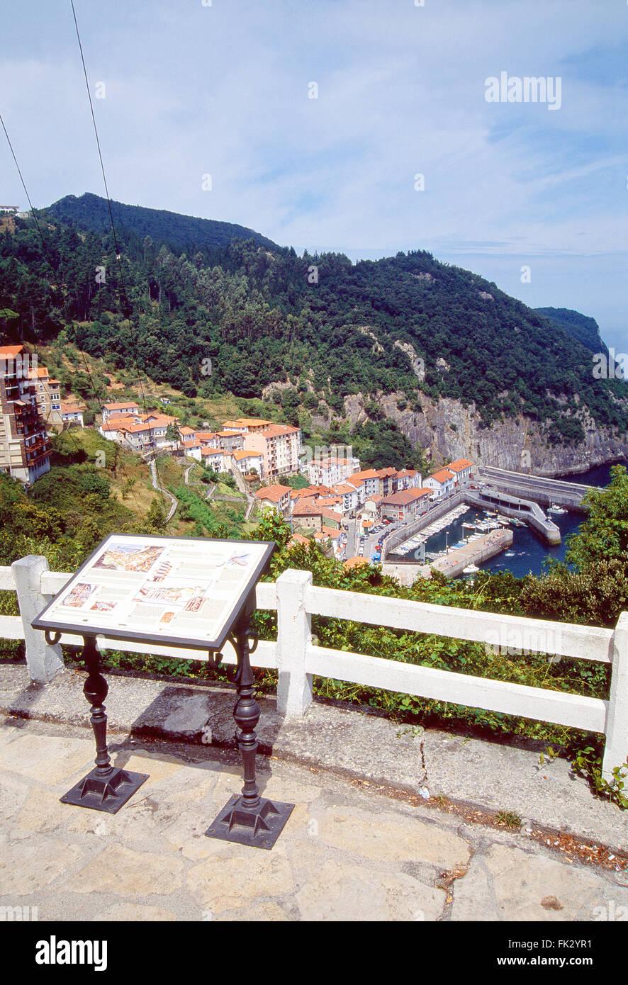 Sicht über das Dorf. Elantxobe, Vizcaya Provinz, Baskisches Land, Spanien. Stockbild