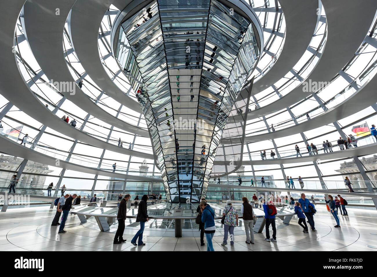 Die Reichstagskuppel, deutsche Parlamentsgebäude, Mitte, Berlin, Deutschland, Europa Stockbild