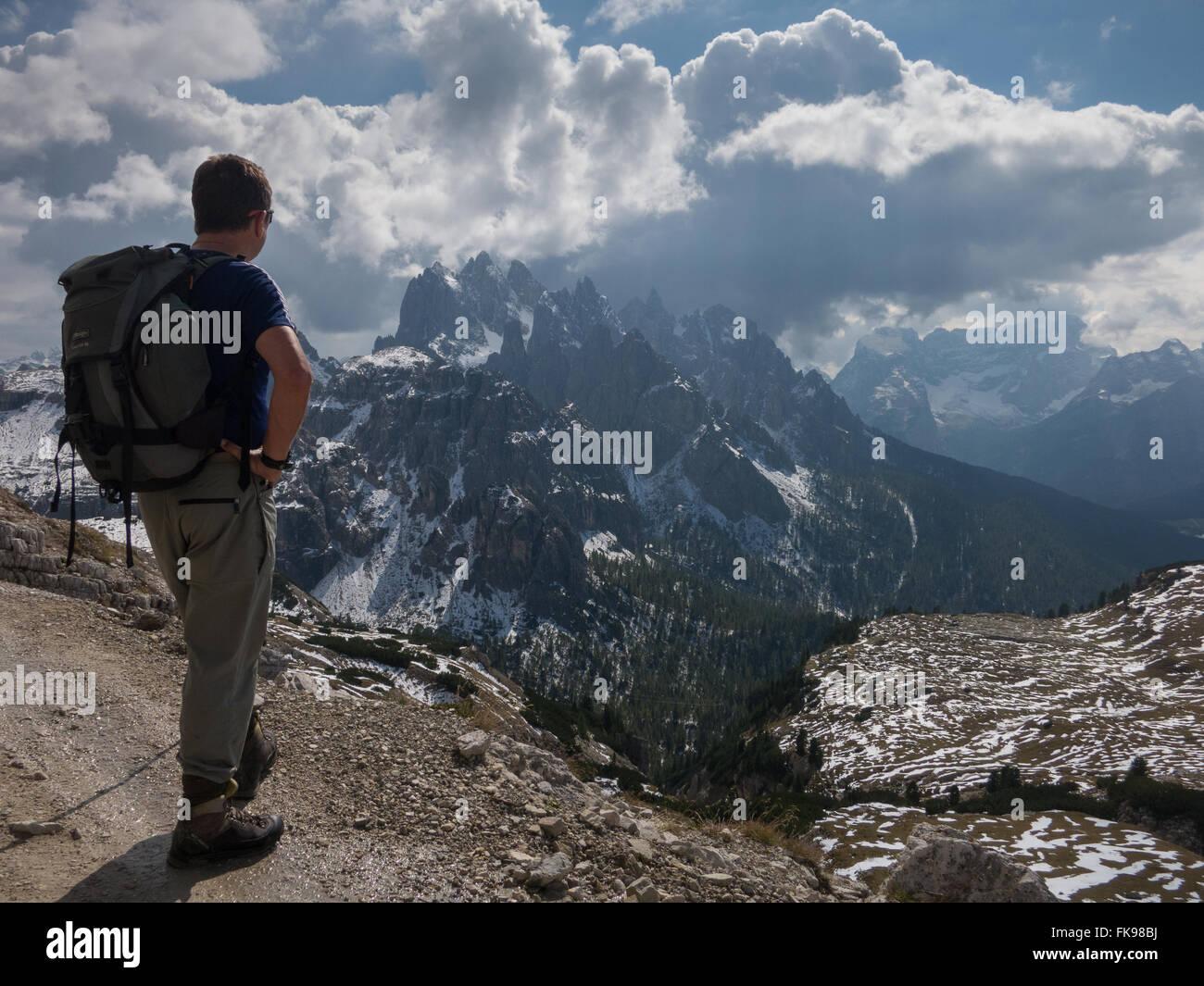 Trekking auf den Tre Cime Schaltung, Dolomiten, Provinz Belluno, Veneto, Italien Stockbild