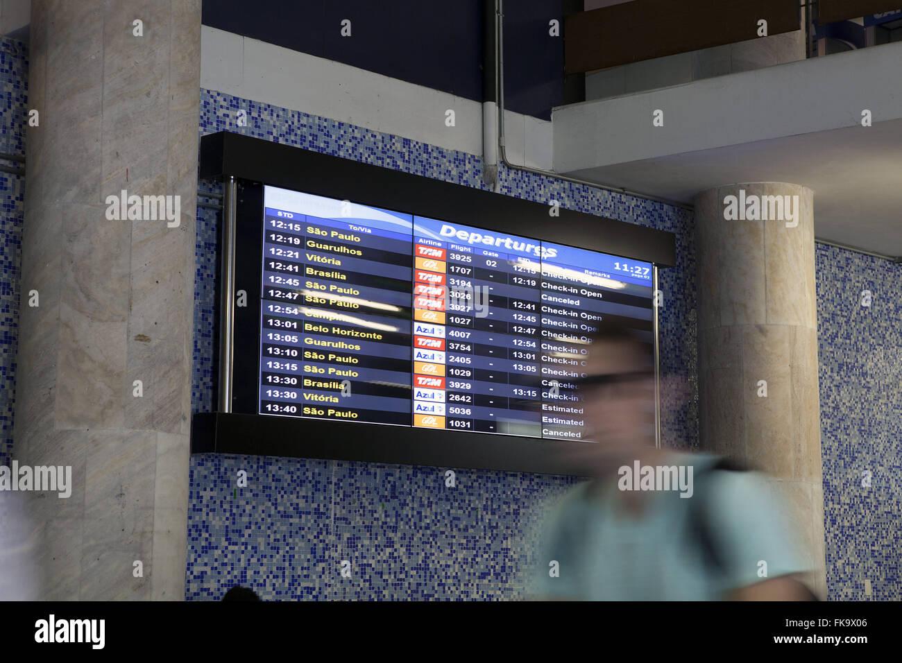 Panel in der Ankunftshalle vom Flughafen Santos Dumont Stockbild