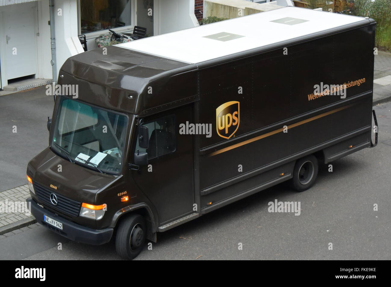 UPS Paket Post Servicewagen Stockbild