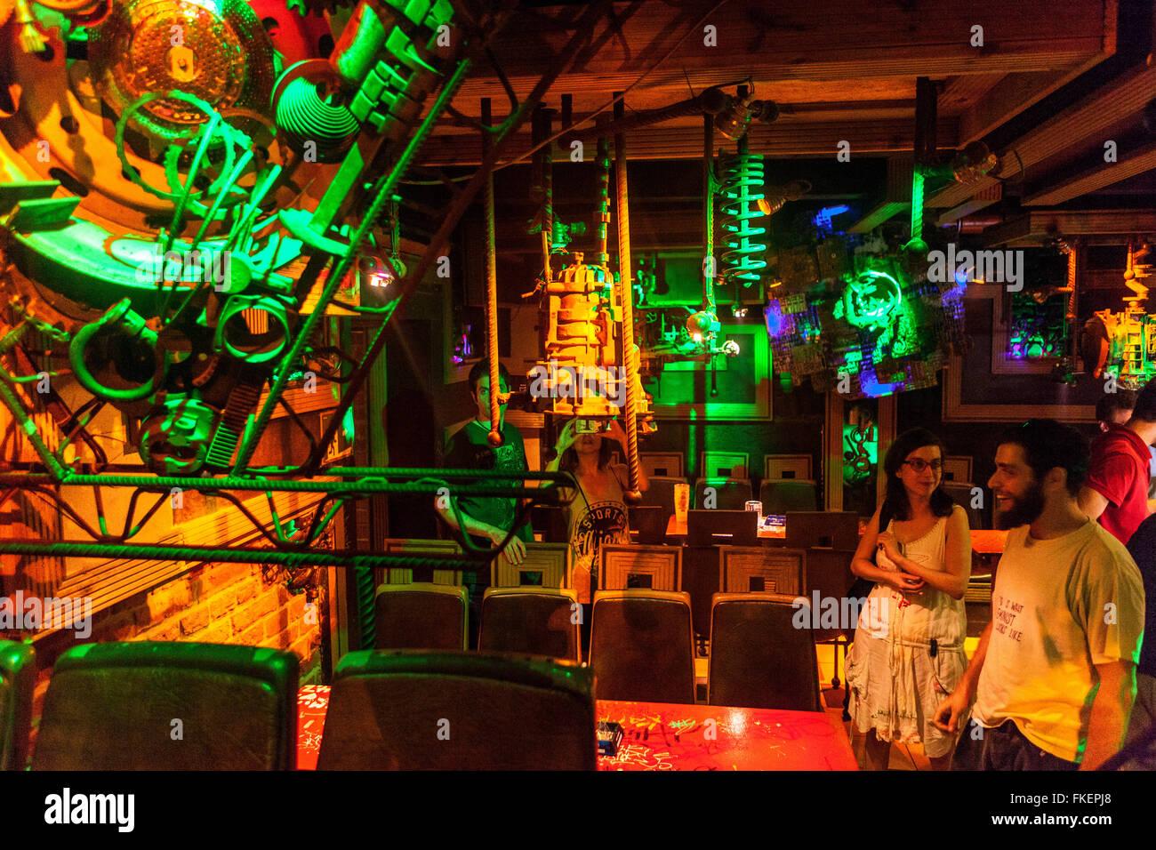 Cross Club Lieblingsmusik club, Nachtleben, Prag Holesovice, Tschechische Republik Stockbild