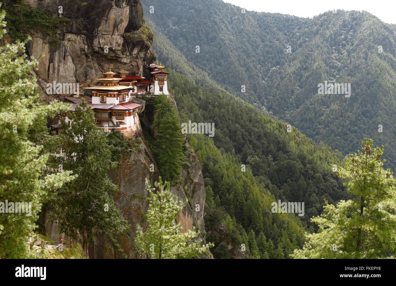 Des Tigers Nest Kloster in den Klippen von Paro-Tal, Taktshang Goemba, in der Nähe von Paro, dem Himalaya-Königreich Bhutan Stockfoto