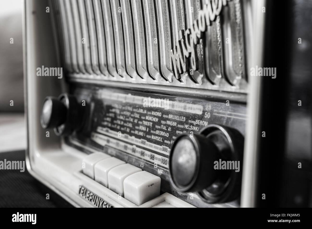 alte radio schwarz wei stockfoto bild 98145605 alamy. Black Bedroom Furniture Sets. Home Design Ideas