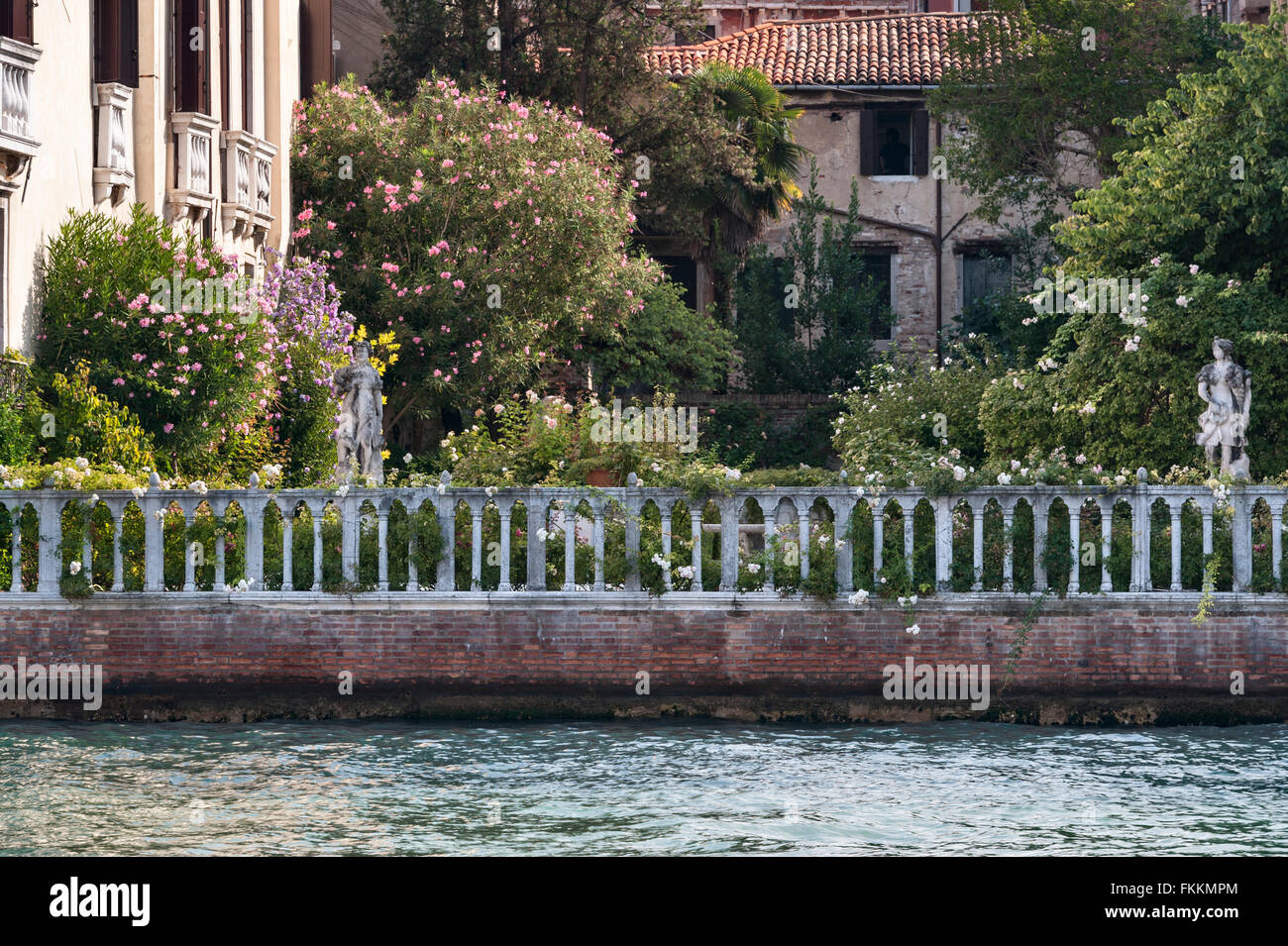 balustrade with garden stockfotos balustrade with garden bilder alamy. Black Bedroom Furniture Sets. Home Design Ideas