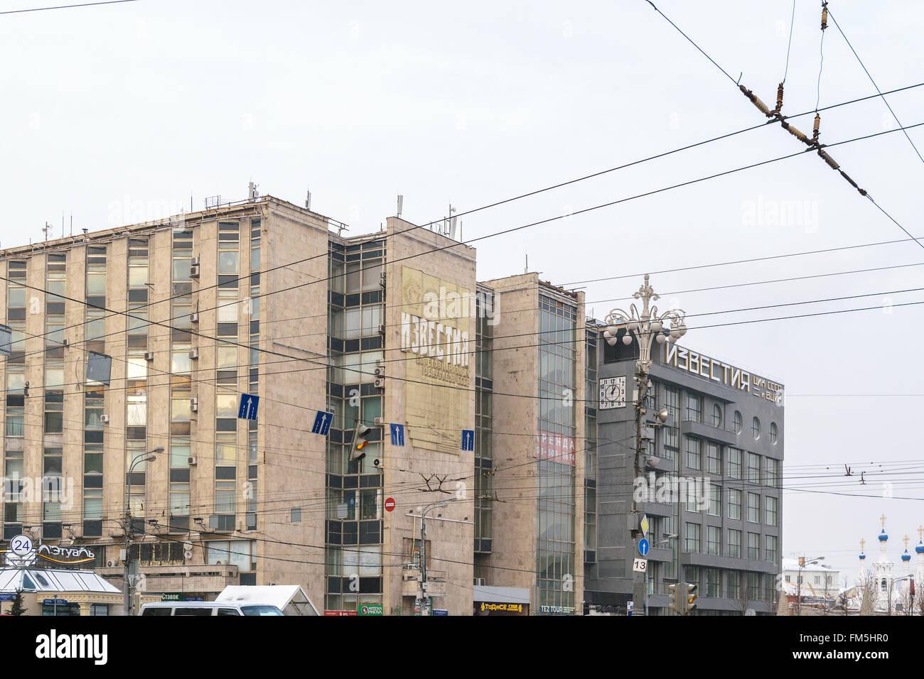 """Moskau, Russland - 5. Januar 2016: Das Gebäude der Redaktion der Zeitung """"Iswestija"""" am Puschkin Stockbild"""