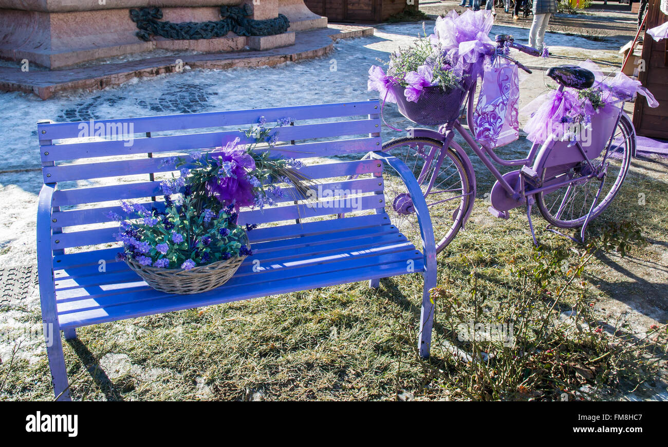 old wooden seat bench stockfotos old wooden seat bench bilder seite 3 alamy. Black Bedroom Furniture Sets. Home Design Ideas