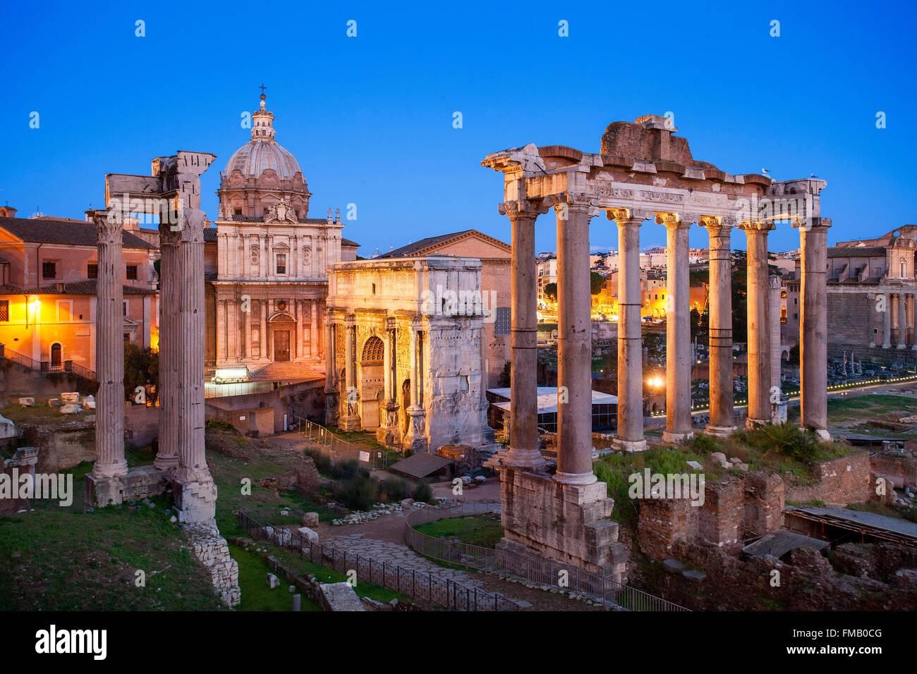 Italien, Latium, Rom, Altstadt Weltkulturerbe der UNESCO, das Forum Romanum und der Bogen des Septimius Severus Stockbild