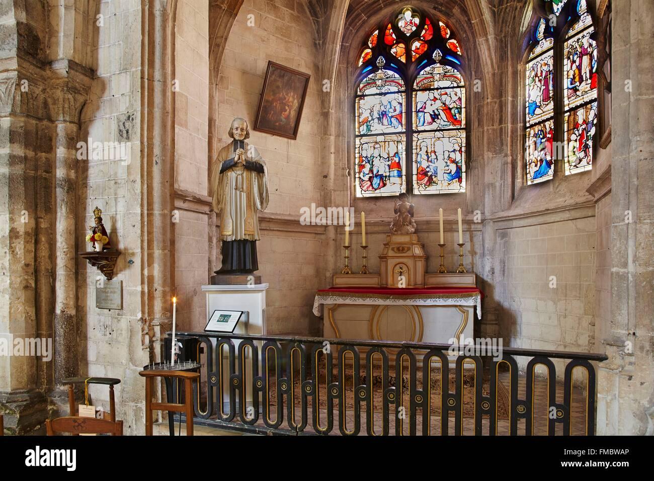 Frankreich, Eure et Loir, Dreux, St Pierre Church, Pfarrer von Ars Statue Stockbild