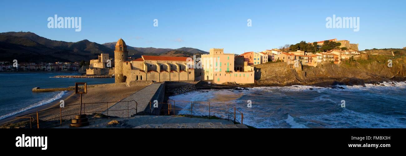Frankreich, vom Pyrenäen Orientales, Collioure, Kirche von Notre Dame des Anges, das königliche Schloss Stockbild