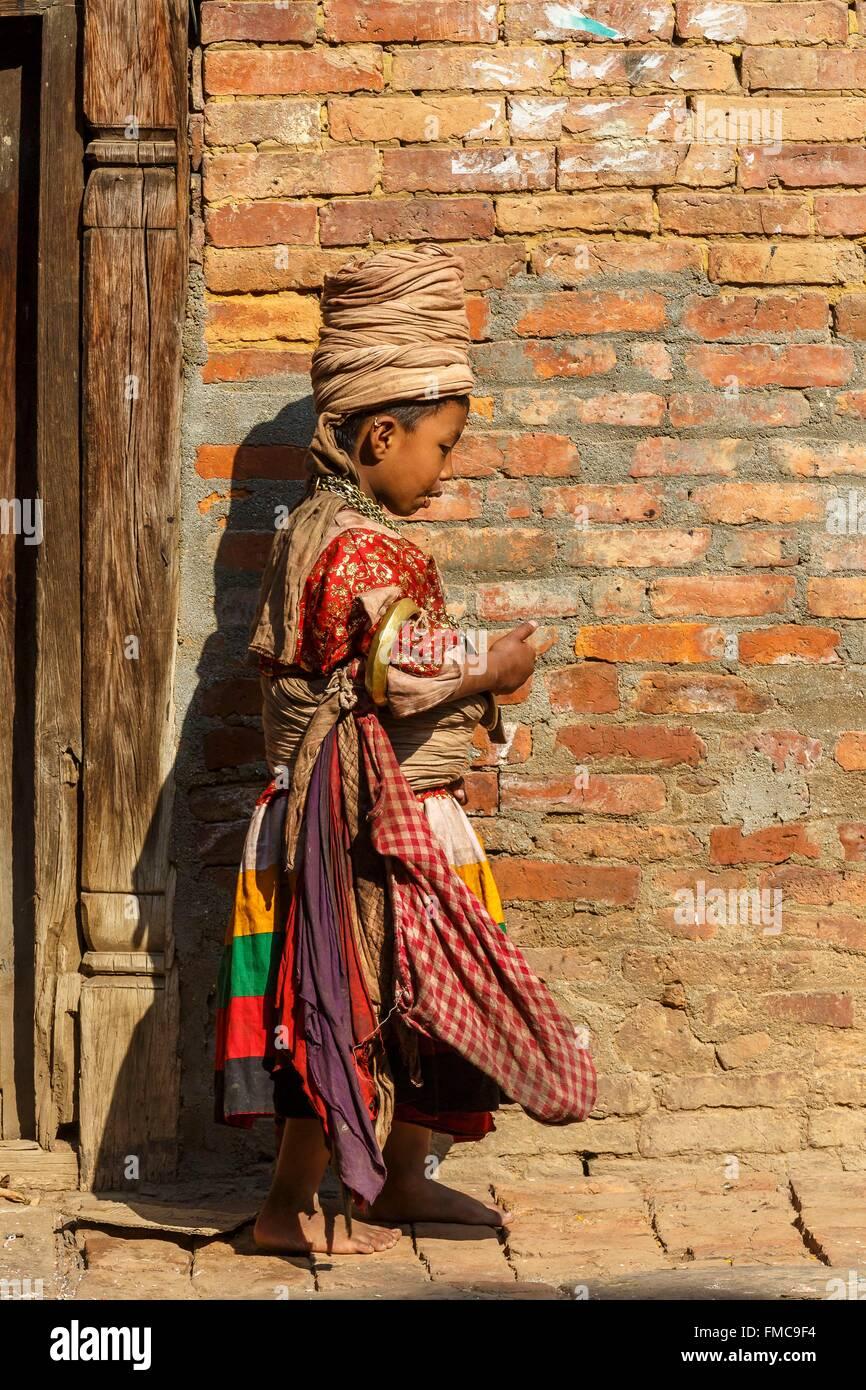 Nepal, Bagmati Zone, Bhaktapur, Straße Jungdarsteller Stockbild
