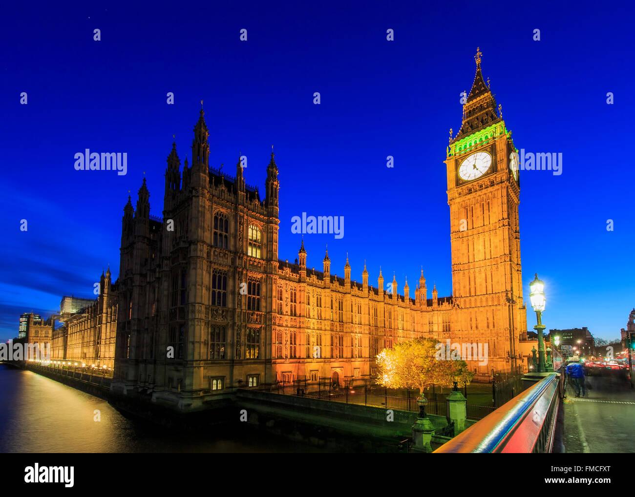 Reisen in der berühmten Big Ben, London, Vereinigtes Königreich rund um twilight Stockbild