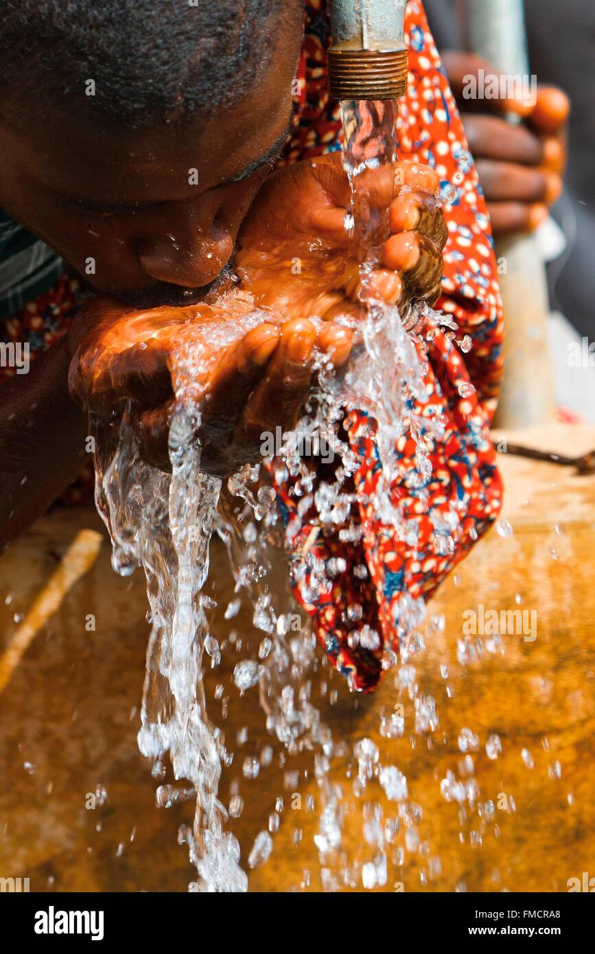 Senegal, Sahel, Ferlo Region, Widou Thiengoly, Ausgang in den kostbaren Wasserhahn Stockbild
