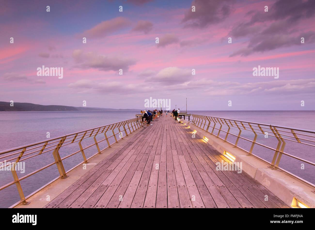 Pier bei Sonnenuntergang, Lorne, Great Ocean Road, Victoria, Australien Stockbild