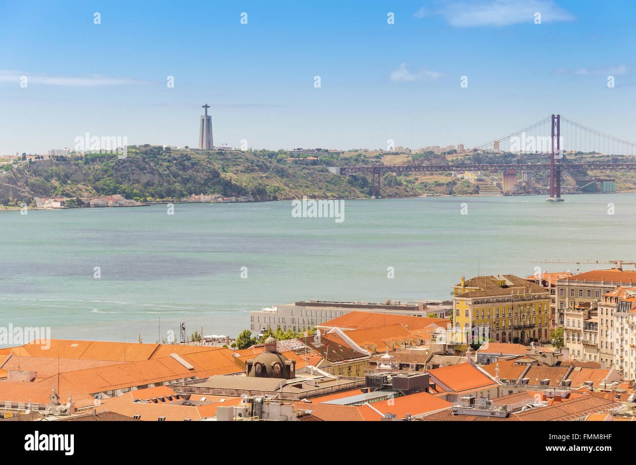 Lissabon Fluss luftaufnahme lissabon und tejo fluss mit die cristo rei statue