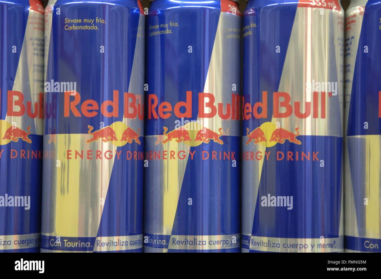 Red Bull Kühlschrank Verkaufen : Red bull ist ein energydrink verkauft von österreichischen