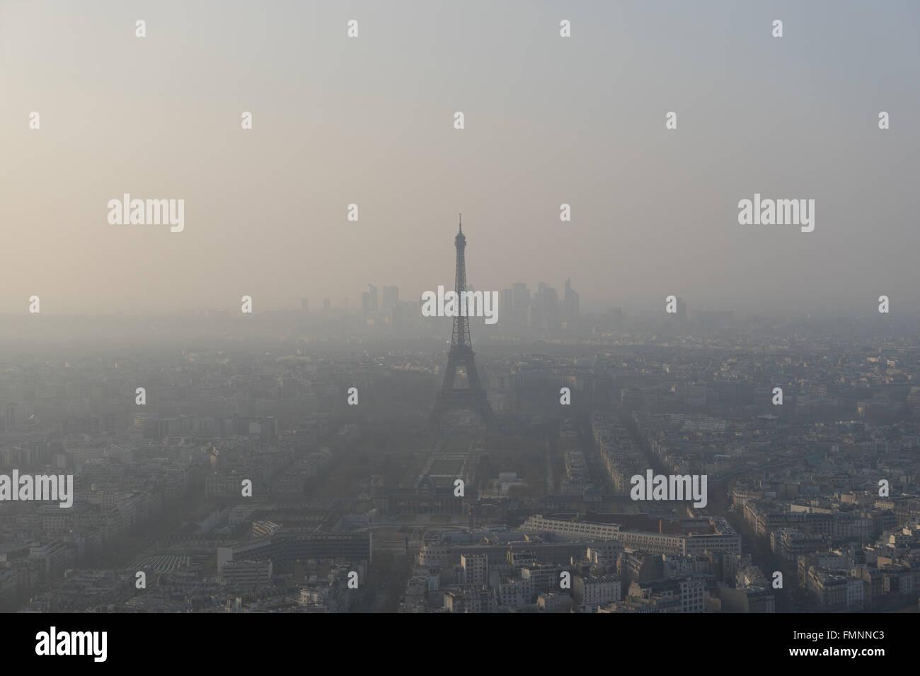 Paris, Frankreich. 12. März 2016. Airparif gab eine Warnung in Paris, nachdem die Partikel (PM10) am Samstag Stockbild