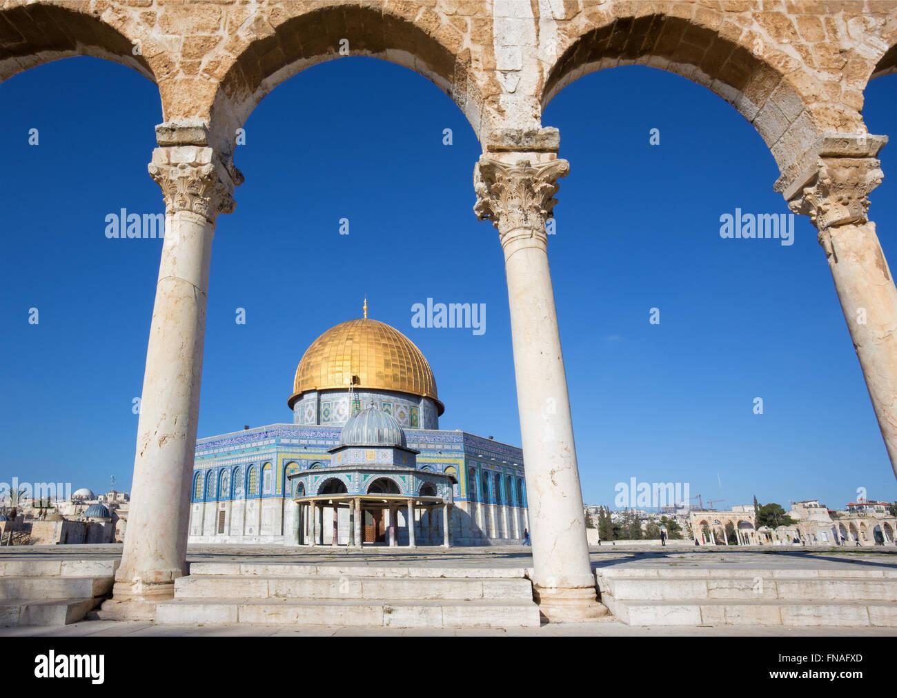 JERUSALEM, ISRAEL - 5. März 2015: Der Dom von Rock auf dem Tempelberg in der Altstadt. Stockbild