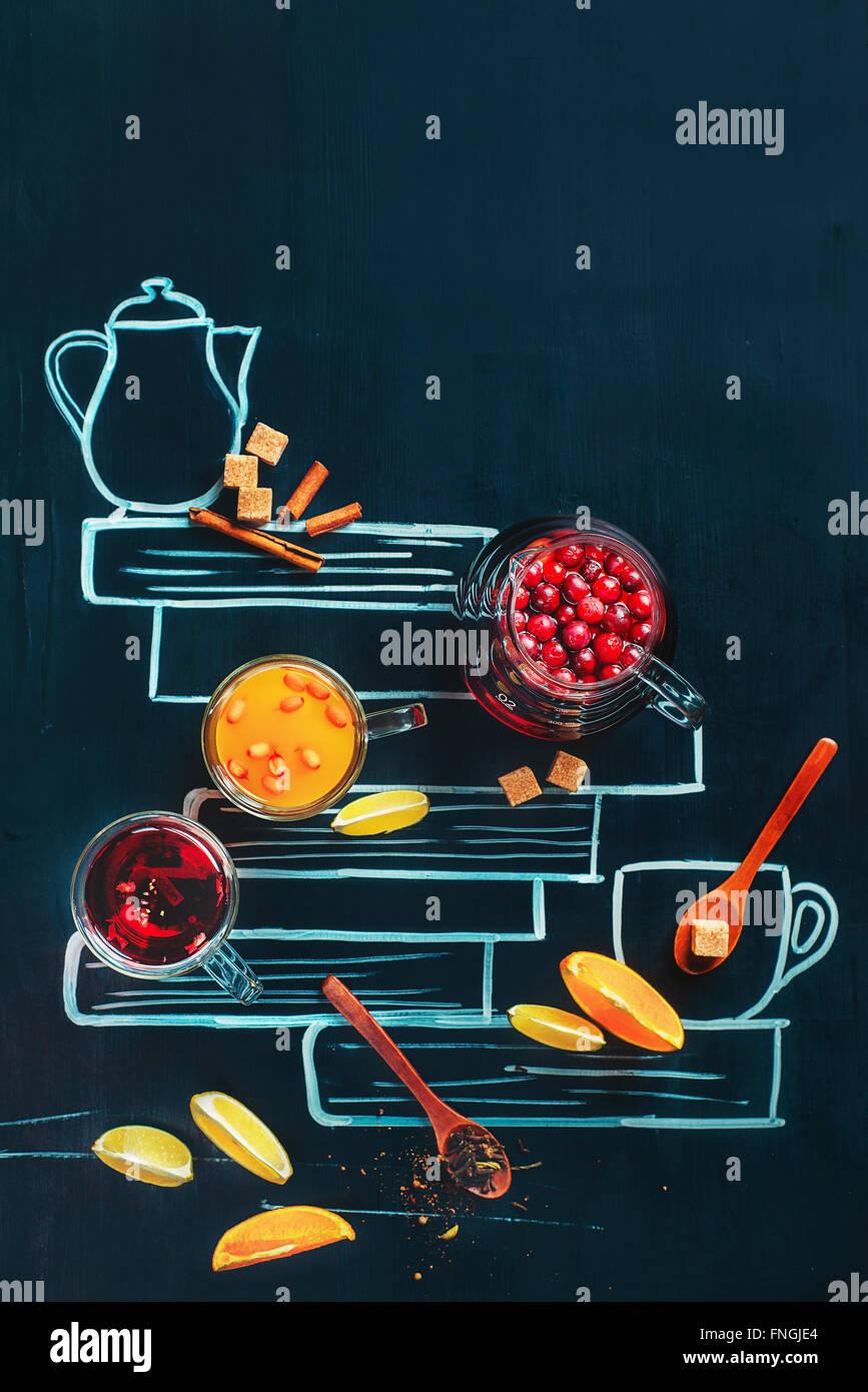 Tee mit gezeichneten Buch Stockfoto
