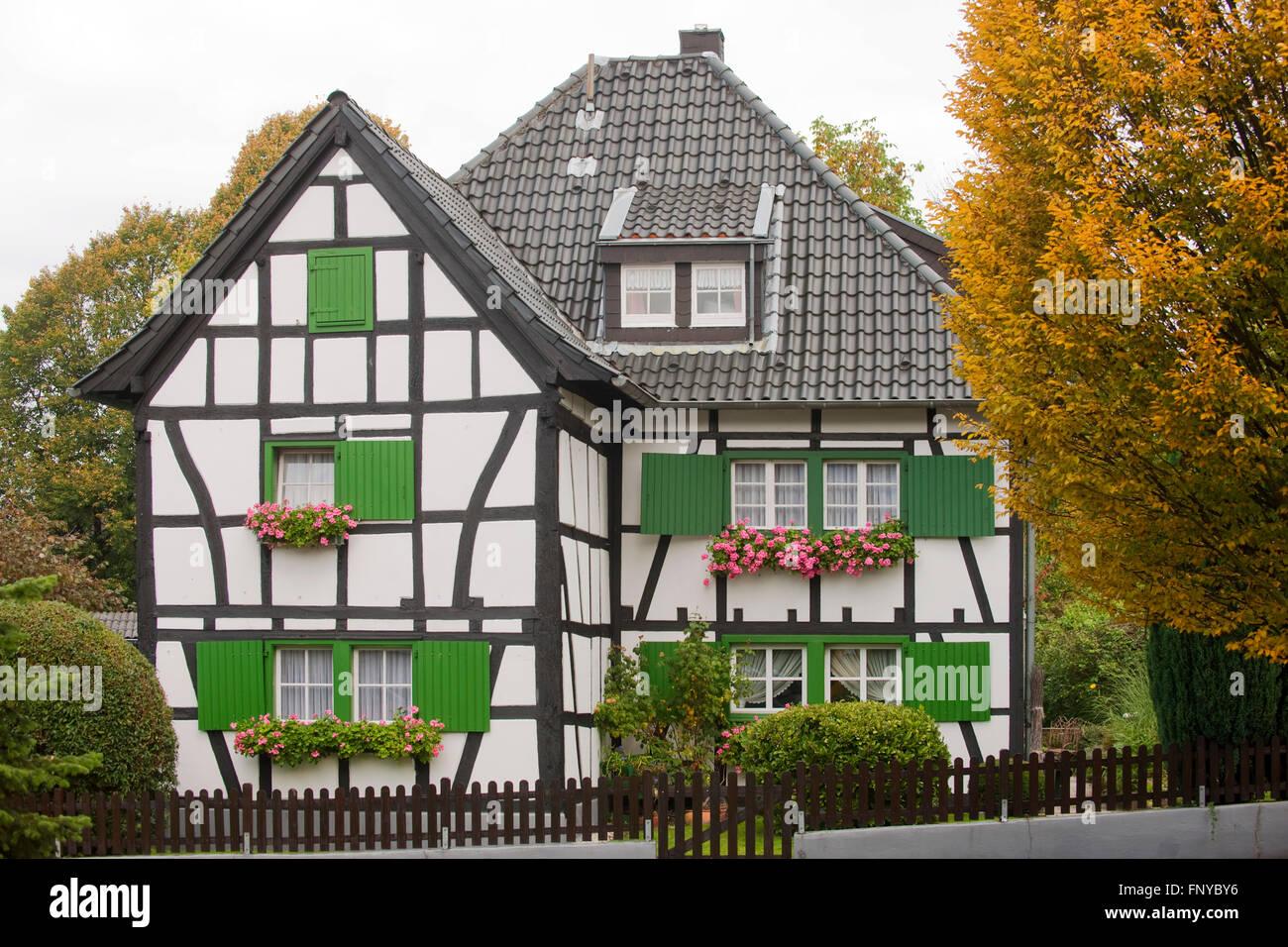 Deutschland, Nordrhein-Westfalen, Rhein-Sieg-Kreis, Sankt Augustin Birlinghoven, Fachwerkhaus Stockbild