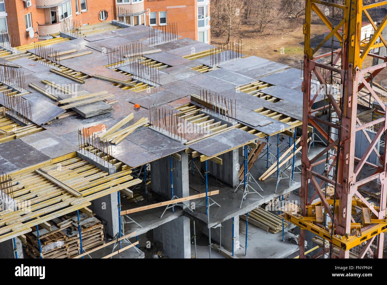 Ansicht des großen high-Rise Gebäude Rahmen gerade gebaut mit Kran ...