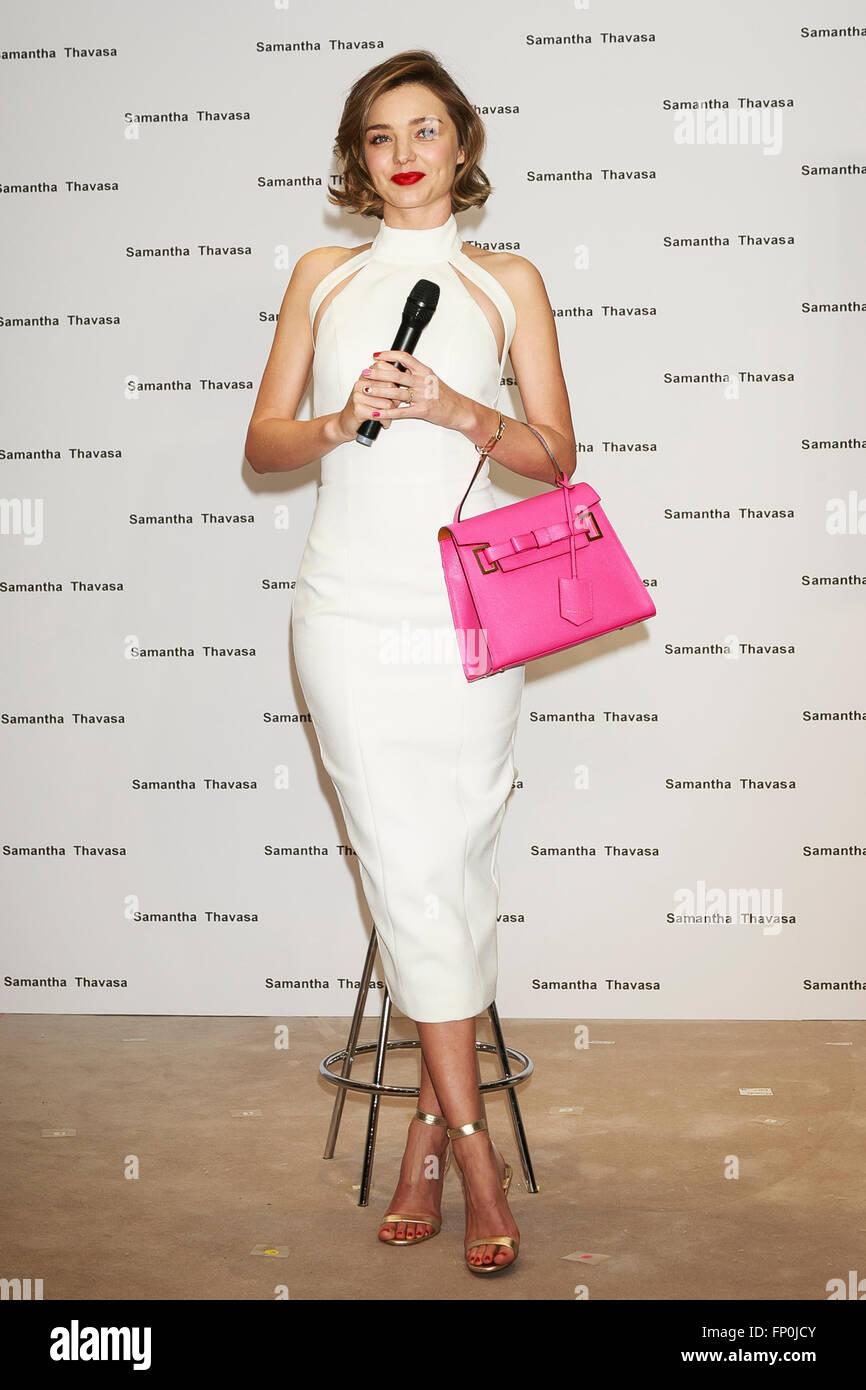 Samantha Miranda Supermodel Australische Kerr Hält Eine TKcl1JF