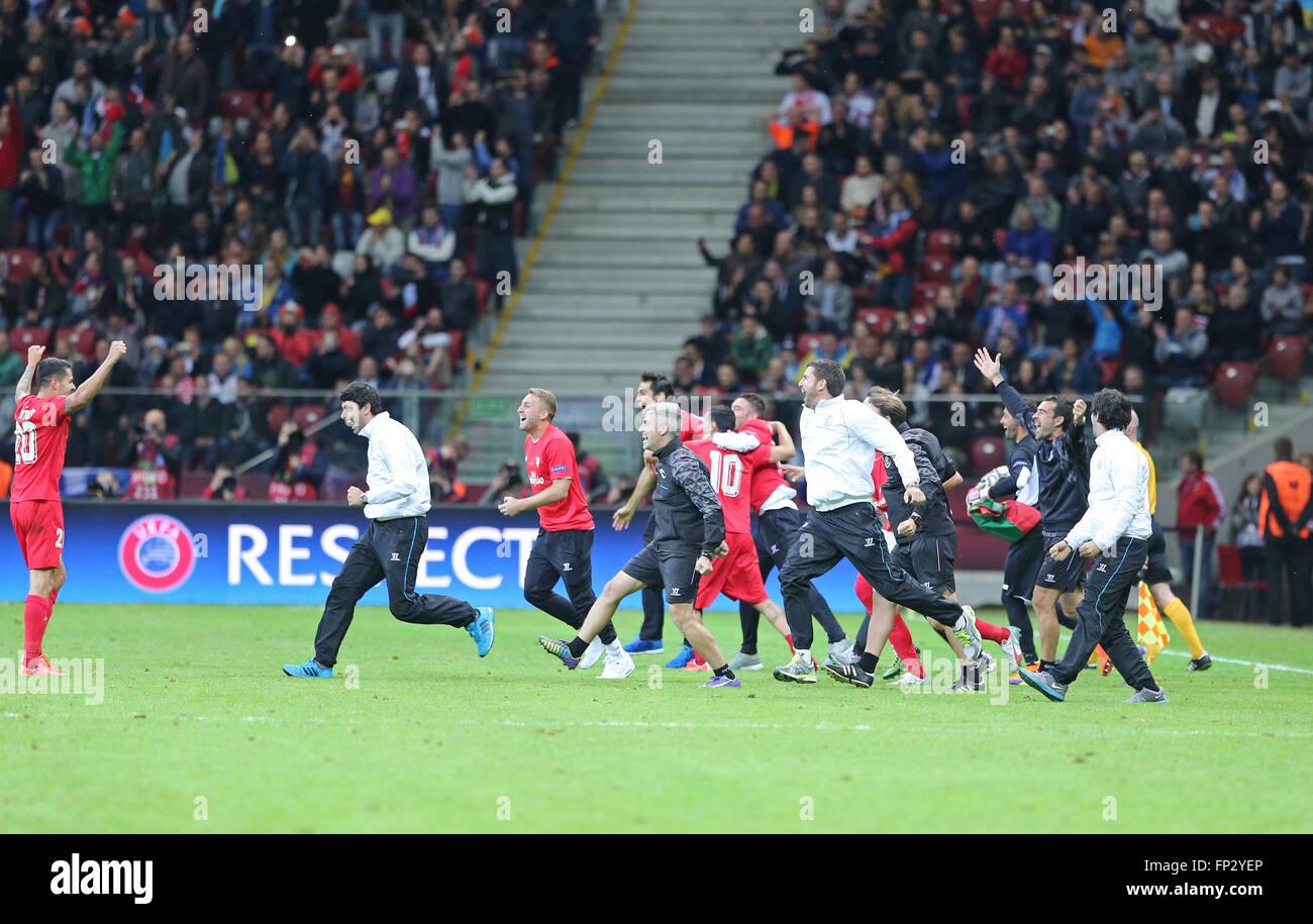 Warschau, Polen - 27. Mai 2015: FC Sevilla Spieler und Mitarbeiter reagieren nach dem Sieg im Spiel gegen FC Dnipro Stockfoto