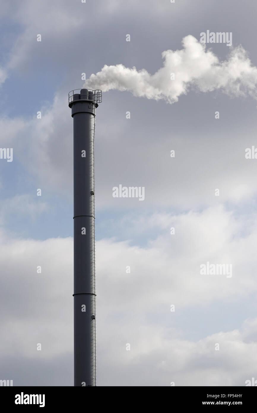 Fabrikschornsteinen oder Schornstein Stockbild
