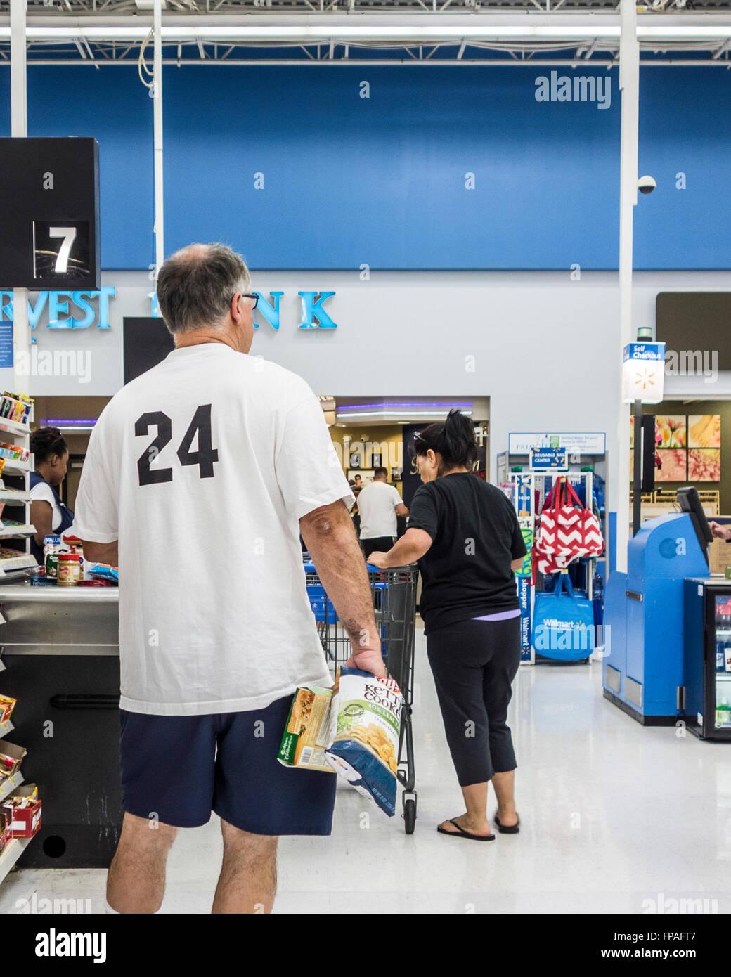Walmart Discount Store Stockfotos & Walmart Discount Store Bilder ...